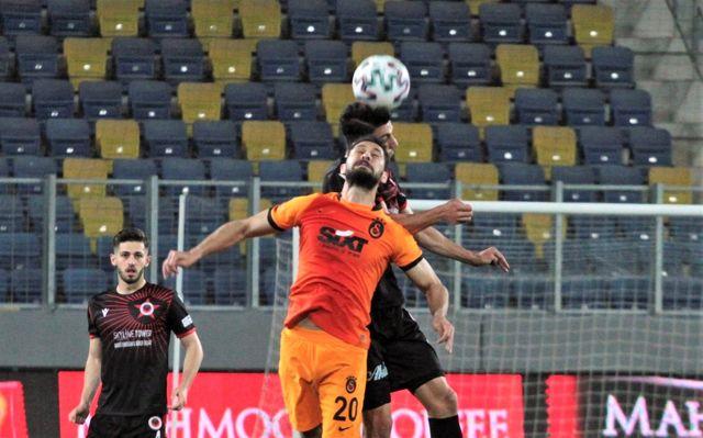 Süper Lig: Gençlerbirliği: 0 Galatasaray: 1 (İlk yarı)