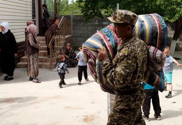 Taşlı-sopalı su kavgası iki ülke ordusunu karşı karşıya getirdi! 4 günde 49 kişi öldü, 250'den fazla yaralı var