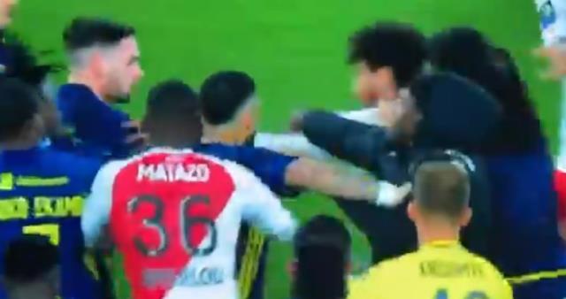 10 kişi Lyon, Monaco'yu devirdi! Maç sonunda çıkan olaylar geceye damga vurdu