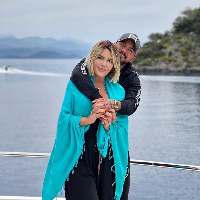 Gökhan Çıra, Selin Ciğerci ile pozuna 'Basit insanlarsınız' yorumunu yapan kadın takipçisine küfretti