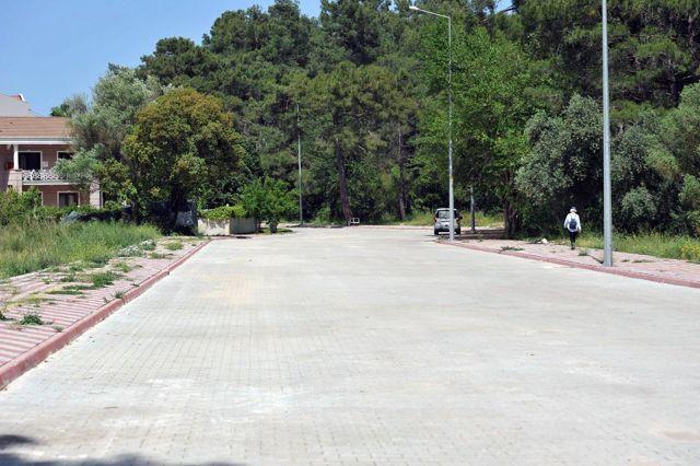 Kemer'de 2 mahallede yol yapım çalışması