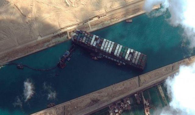 Süveyş'i tıkayan geminin sahibi, 916 milyon dolarlık tazminatı konteyner sahipleriyle paylaşmak istiyor