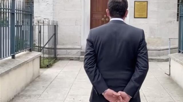Ekrem İmamoğlu'na 'Türbeye girerken ellerini arkadan bağladı' soruşturması! Murat Ongun da doğruladı