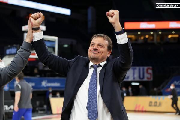 Ergin Ataman: Biz oynadığımız basketbol ile 2 senedir şampiyon olmayı hak ediyoruz