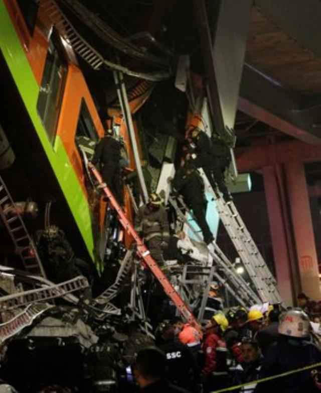Meksika'da metro üst geçidi çöktü, tren raydan çıktı! Faciada 15 kişi öldü, 70 kişi yaralandı