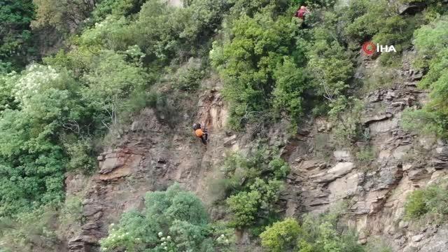 'Ceza korkusu' kayalıklara tırmandırdı: 6 saat kurtarılmayı bekledi
