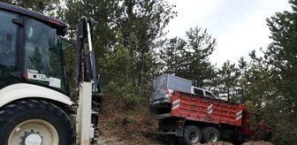 Kuşça: Kontrolden çıkan kamyon ağaçlara çarparak durabildi