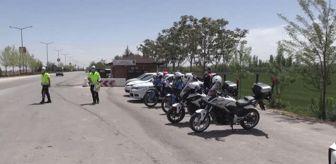 Mehmet Alpaslan Işık: Son dakika haber! Karaman Valisi Işık, polis noktasında araç ve sürücüleri denetledi