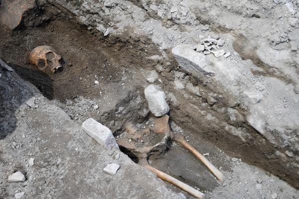 Tarihi Kadıkalesi kazılarında 13'üncü yüzyıldan kalma insan iskeletleri bulundu