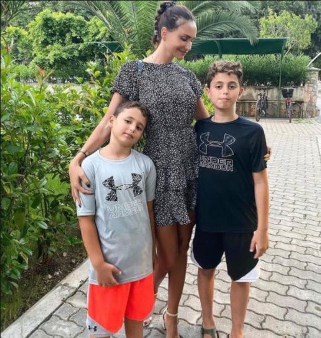 Emina Jahovic, çocuklarının nafaka miktarını düşürmek isteyen Mustafa Sandal'a sert çıktı: 26 ay tek kuruş ödemedi, 740 bin TL borcu var