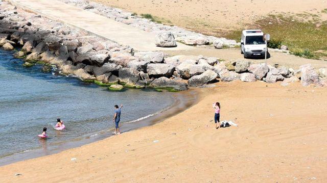 Son dakika haberleri! Sinop'ta denize giren Almanya vatandaşı aileye polis engeli