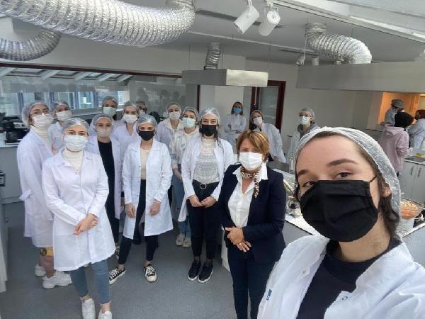 Üniversite öğrencilerine sağlık alanında kariyer fırsatı