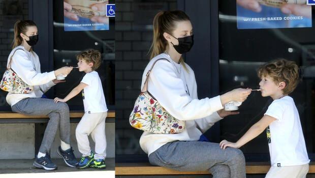 Annelik işte: Ünlü oyuncu oğluna bir köşe başında böyle dondurma yedirdi