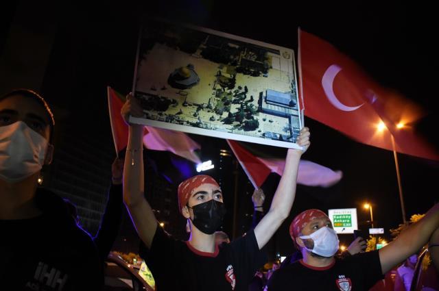 İsrail'in İstanbul Başkonsolosluğu önünde bir grup, Mescid-i Aksa saldırısını protesto etti