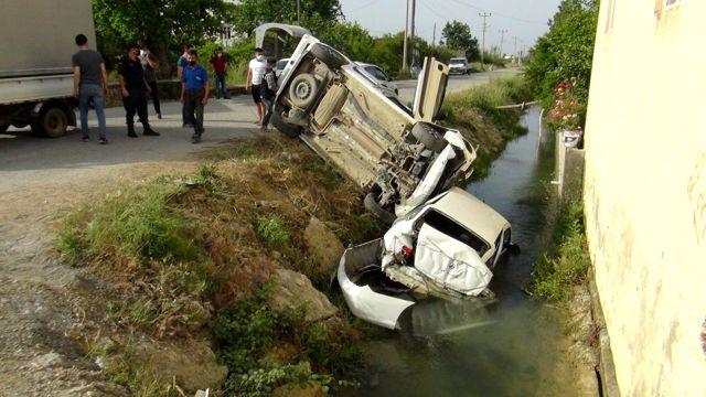 Kaza yapan  araçlar sulama kanalına uçtu: 3 yaralı