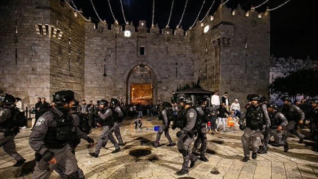 Son Dakika: İsrail polisinden Şam Kapısı'nda toplanan Filistinlilere ses bombalarıyla müdahale