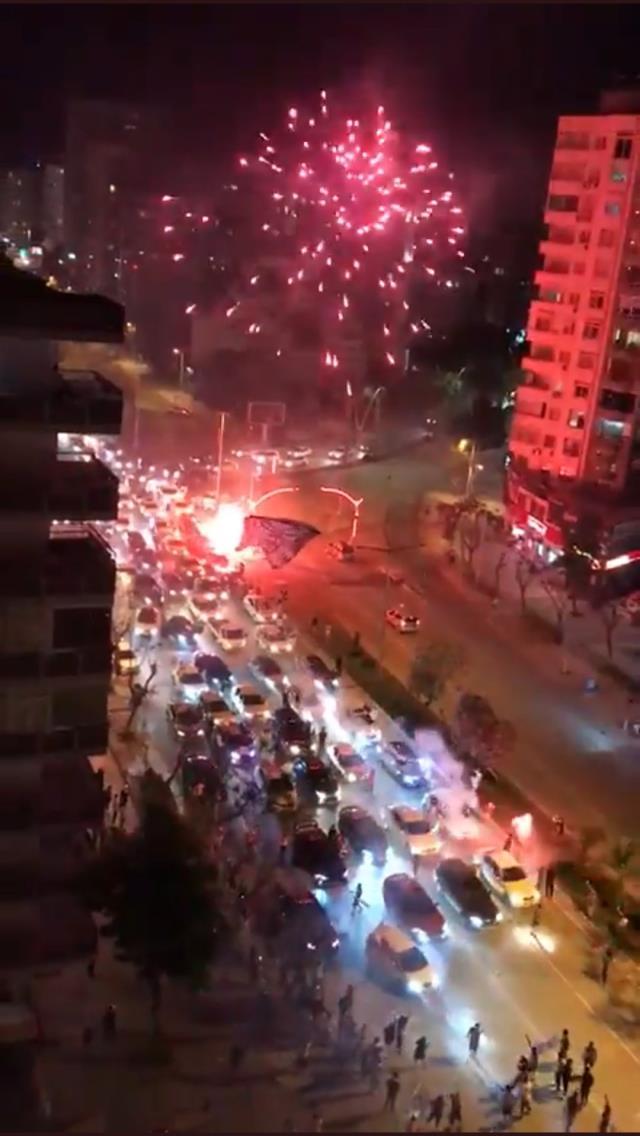 Adana'dan vakaları patlatacak görüntüler! Şampiyonluk kutlamaları korona partisine döndü