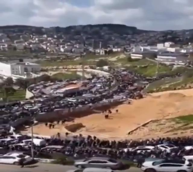 Binlerce Filistinli Mescid-i Aksa'yı korumak için yürüyüşe geçti