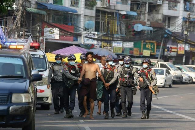 Myanmar'da şair Khet Thi'nin cansız bedeni iç organları çıkartılmış şekilde ailesine teslim edildi