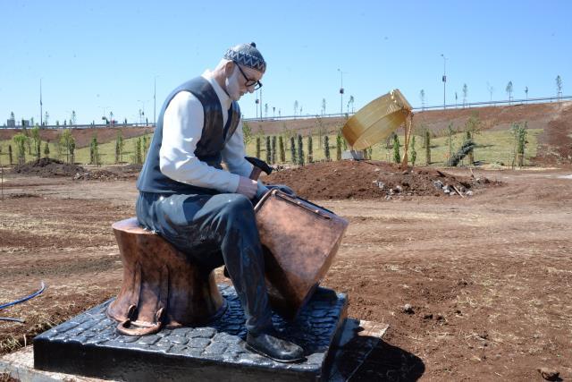 Diyarbakır Büyükşehir Belediyesi'nden tartışma yaratan heykellerle ilgili açıklama: Büyük manzaranın bir parçası