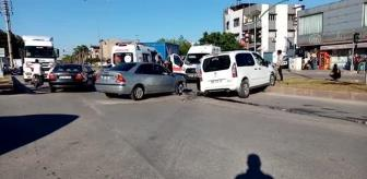 Adana: İki otomobilin çarpışması sonucu 4 kişi yaralandı
