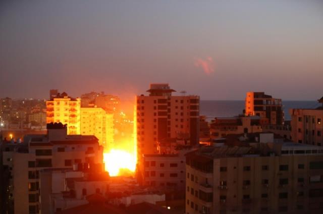 İsrail'in Gazze'ye dünden bu yana düzenlediği saldırılarda hayatını kaybedenlerin sayısı 30'a yükseldi