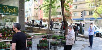Ankara: Başkentte ucuz baklava almak için vatandaşlar metrelerce kuyruk oluşturdu