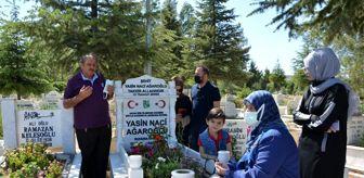 Antalya: Demokrasi şehidi Yasin'in ailesi oğlunun mezarında dua etti