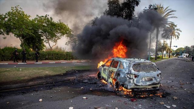 İsrail, Lid'de kontrolü tamamen kaybetti! İç savaşın patlak verdiği kentte OHAL ilan edildi