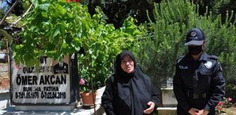 İçişleri Bakanlığı: Son dakika haberleri: ŞEHİT OĞLUNUN KABRİNE MESLEKTAŞI POLİSLER GÖTÜRDÜ