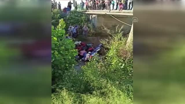 Sulama kanalına düşen otomobilin sürücüsü yaralandı