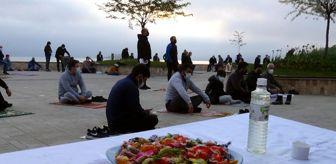Giresun: Doğu Karadeniz'de en çok vaka görülen Giresun'da Ramazan Bayramı namazı açık alanlarda kılındı
