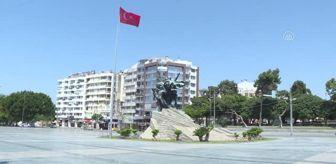 Antalya: Turizmin başkenti bayramın ilk gününde 'tam kapanma' sessizliğine büründü