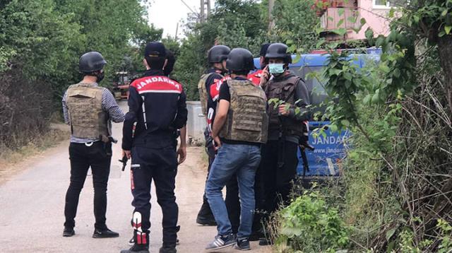 Ailesini rehin alan şahıs, babasını öldürdü! 3'ü jandarma 6 kişiyi de yaraladı