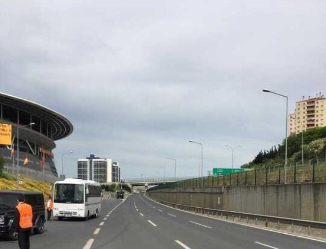 Galatasaray'ın maçı öncesi olağanüstü güvenlik önlemi! Stadyuma giden yol araç trafiğine kapatıldı