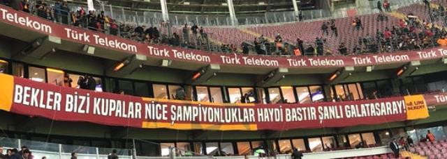 Galatasaray yönetimi, ceza yemeyi göze alarak binlerce taraftarına tribünleri açtı