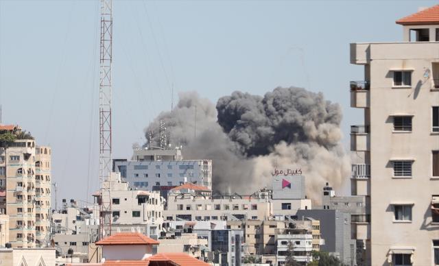 Medya devlerinin binasına vur emrini veren İsrailli subaydan küstah sözler: Peygambere salavat getir
