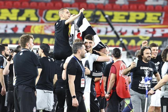 Süper Lig'te şampiyon olan Beşiktaş'ta büyük sevinç
