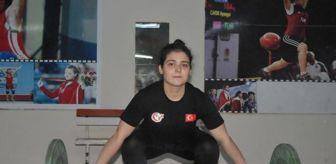 Türkiye: Dünya şampiyonu, halter antrenmanlarını isminin verildiği salonda yapıyor