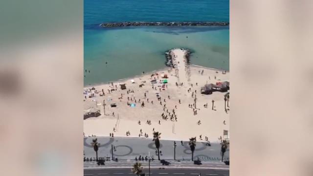 Hamas saldırılara karşılık verdi, o anda plajda olan İsrailliler korku içinde sığınaklara kaçtı