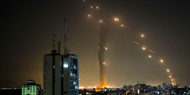 İsrail'in 'çok güvenli' Demir Kubbesi delindi! Hamas'ın attığı 920 füzeyi engelleyemedi