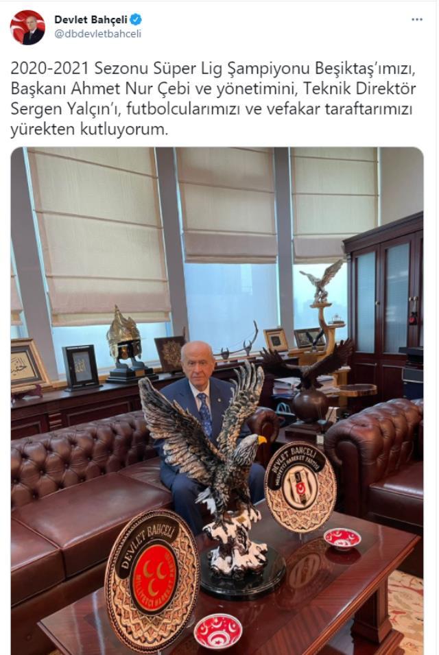 MHP Genel Başkanı Devlet Bahçeli, kartal biblosuyla verdiği pozla Beşiktaş'ı kutladı