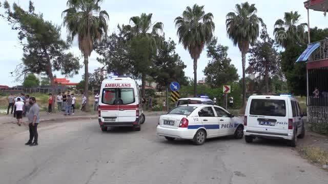 Motosikletle çarpışan taksi Seyhan Nehri'ne düştü: 2 yaralı