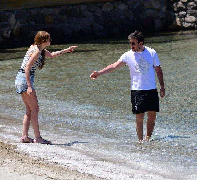 Bodrum'da aşka gelen Mustafa Ceceli, eşi Selin İmer'i öpücüklere boğdu