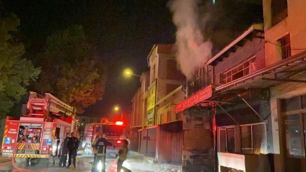 Son bir ayda ikinci kez yangın çıkan iş yeri, kullanılmaz hale geldi