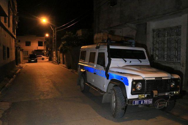 Son dakika haber... Adana'da sıcak dakikalar... Tartışığı şahıslara pompalı tüfekle ateş açarken sokakta oynayan çocuğu vurdu