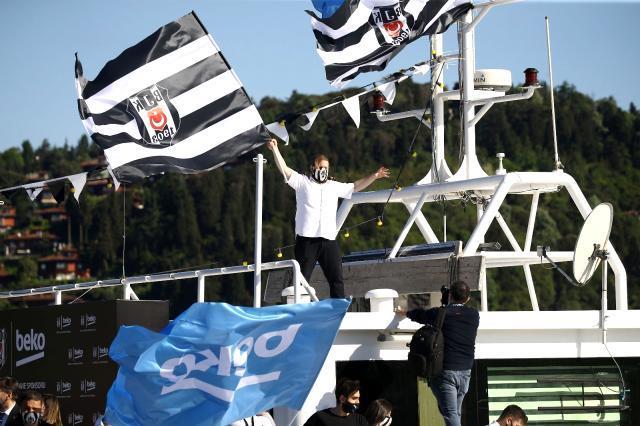 Beşiktaş motorları maviliklere sürdü! Siyah-beyazlıların şampiyonluk kutlamaları başladı