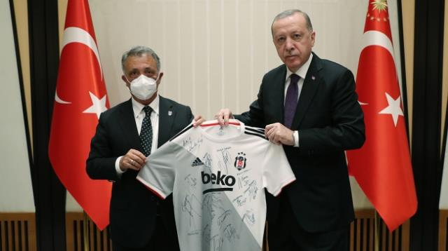 Son Dakika! Cumhurbaşkanı Erdoğan'dan taraftarlara müjde: Önümüzdeki sezon statları coşkuyla doldurmak istiyoruz