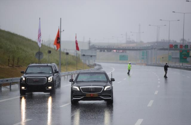 Cumhurbaşkanı Erdoğan, Kuzey Marmara Otoyolu'nun açılışında direksiyon başına geçip dev projeyi test etti