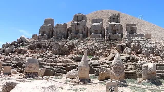 Nemrut Dağı, tam kapanma sonrasında ziyaretçilerini ağırlamaya başladı
